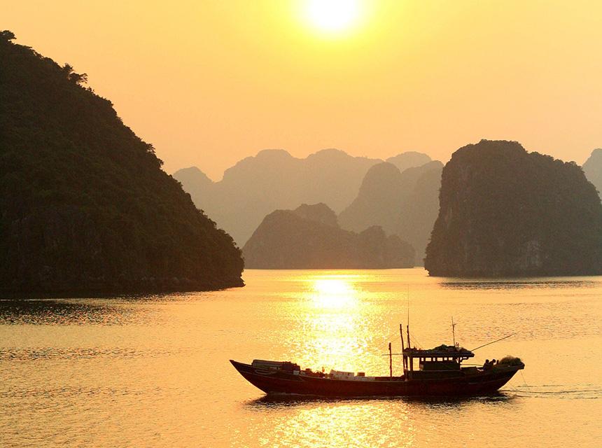 Tham gia tour du lịch Hạ Long 2 ngày 1 đêm để trải nghiệm khung cảnh đẹp tuyệt vời này